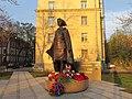 Памятник Алие Молдагуловой.jpg