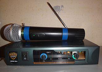 Wireless microphone - Wireless microphone and radio transmitter