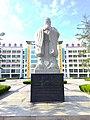 明湖中学孔子像 02.jpg