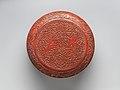 明萬曆 剔紅鳳凰雙螭紋漆盒-Box with patterns of phoenixes and chi dragons MET DP-14361-002.jpg
