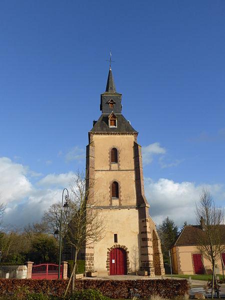 Façade de l'église Saint-Jean de Belhomert, en Eure-et-Loir.