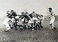 1923 (13 mai), les toulousains tournent la mêlée, malgré le demi bayonnais Serrate.jpg