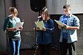 2013-09-15 Gedenktafel Neue Synagoge Hannover (07) SchülerInnen der Heisterbergschule, Gedicht TEUFELSWERK von Yaakov Barzilai.JPG