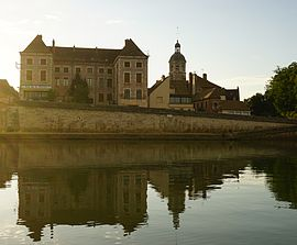 14th century Saint-Martin Church and Saône River in Seurre
