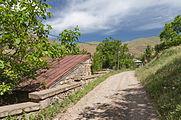 2014 Prowincja Wajoc Dzor, Wernaszen, Droga przez wioskę w stronę klasztoru Spitakawor (02).jpg