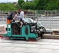 2018-04-26, Aufbringung von Bitumen-Schweißbahnen auf den Beton der Freiburger Kronenbrücke 2.jpg