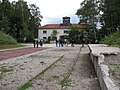 2436 - KZ Dachau - Jourhaus und Bahnhof.JPG