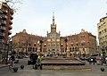 255 Font de l'av. Gaudí, al fons l'Hospital de Sant Pau.JPG