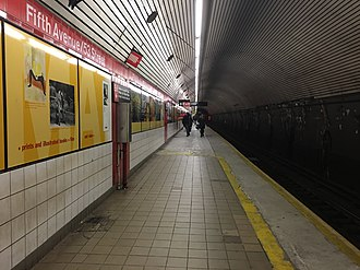 Fifth Avenue/53rd Street (IND Queens Boulevard Line) - Upper level platform