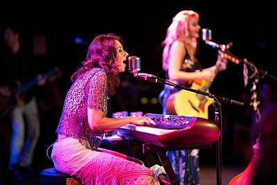Picture of a band or musician: Aly & Aj