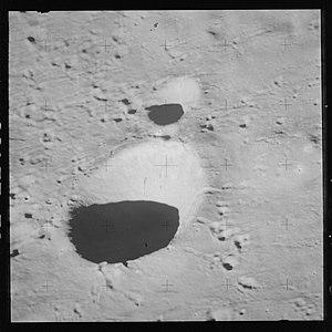 Väisälä (crater) - Oblique view from Apollo 15