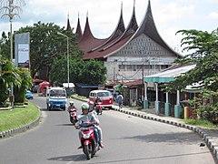 A road in Padang Sumatra.jpg