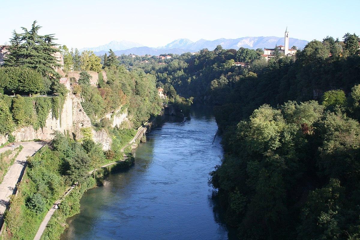 Adda wikipedia for Cabine sul bordo del fiume
