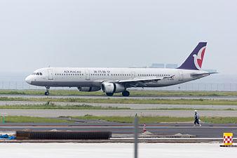 Air Macau, A321-200, B-MAQ (19248874380).jpg