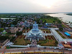 The Dhyana Buddha statue at Amaravathi Temple town, 35 km (22 dặm) west of Amaravati