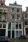 foto van Huis met gevel waarvan de pui en deuren