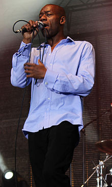 Roachford performing with Mike + The Mechanics