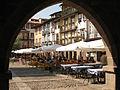 Arco a la Plaza de Oliveira en Guimarães.JPG