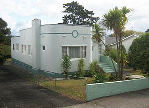 Art Deco bungalow in Fir St, Waterview, Auckland.JPG