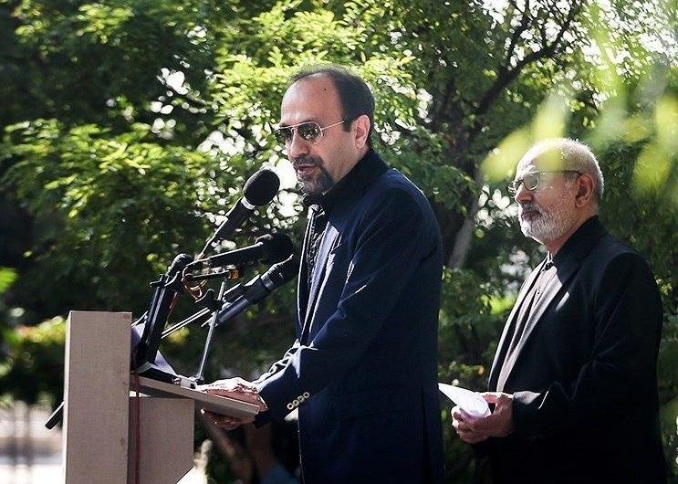 Asghar Farhadi speaking on Abbas Kiarostami's funeral, in Tehran, Iran