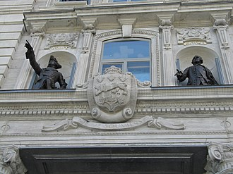 Monarchy in the Canadian provinces - The Royal Arms of Quebec carved in stone above the main entrance to the Quebec Parliament Building