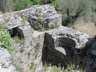 Gardiki Castle, Corfu - Image: Auf den Mauern von Gardiki 04