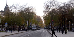 Paris–Tours - Avenue de Grammont in October, scene of the finish of Paris-Tours until 2010