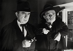 Angelo Rossitto (höger) och Bela Lugosi i Scared to Death (1947).