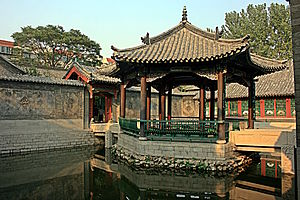 Baotu Spring - Courtyard pavilion in the 10,000 Bamboo Garden