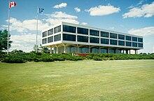 8a172cd23 المركز العالمي لشركة أحذية باتا 1965-2004