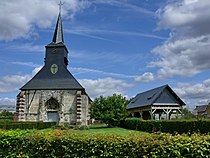 Beaudéduit Eglise Saint-Jean-Baptiste & abris moderne a pressoir.jpg