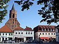 Beeskow - Marktplatz ^ Marienkirche - panoramio.jpg