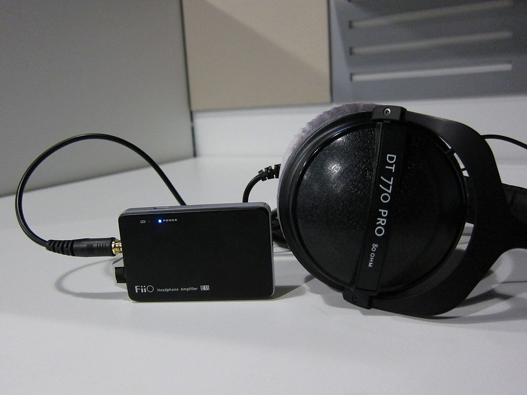 file beyerdynamic dt 770 pro 80 ohm and the fiio headphone amplifier e11 03 jpg wikimedia commons. Black Bedroom Furniture Sets. Home Design Ideas