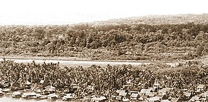 Bintulu - Bintulu fishing village in the 1950s. Behind the fishing village was the airstrip.