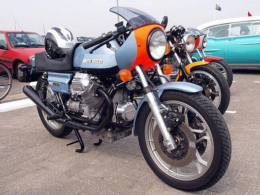 Blue Moto Guzzi 850 Le Mans pic2