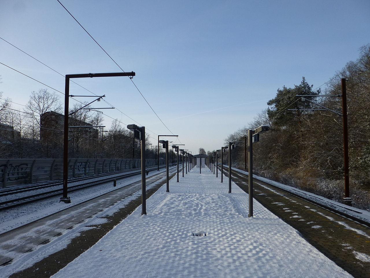 File:Brøndbyøster Station 03.JPG - Wikimedia Commons
