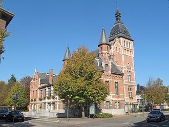 Brasschaat - Image: Brasschaat, monumentaal pand bij het Dr Roossensplein positie 2 foto 1 2011 10 16 13.21
