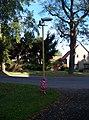 Bratronice (KL), lampa s osvětlením kostela.jpg