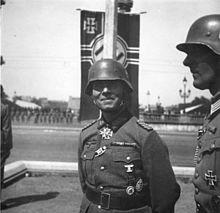 220px Bundesarchiv Bild 146 1970 076 43%2C Paris%2C Erwin Rommel bei Siegesparade