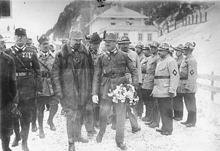 Steidle (bearded) accompanying Waldemar Pabst (carrying bouquet) on his entry to Austria from Italy, c. 1930
