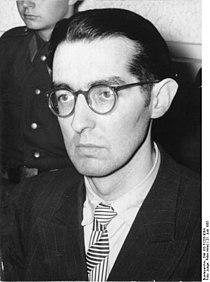 """Bundesarchiv Bild 183-31253-0004, Berlin, Prozeß gegen """"Kampfgruppe gegen Unmenschlickeit"""" (KgU), Angeklagter.jpg"""
