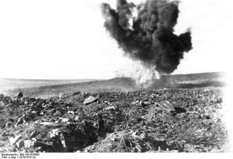 Bundesarchiv Bild 183-R29963, Bei Verdun, explodierende Granate