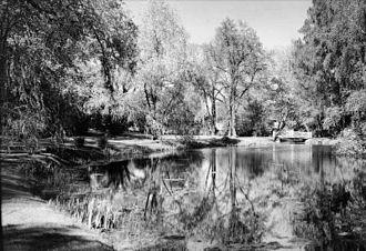 Bygdøy Royal Estate - Image: Bygdø kongsgårds have med dam og bro i 1935 OB.X0803