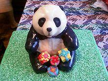 Торт в виде панды покрытый сахарной