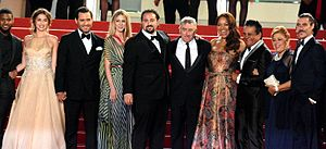 Hands of Stone - Cast and crew, with the real Roberto Durán, before the film's screening at the 2016 Cannes Film Festival.