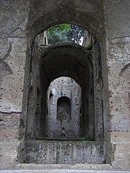 Canopo in Villa Adriana 13.jpg