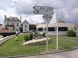 Cenon-sur-Vienne, la Vienne en vélo, place de la Mairie.JPG