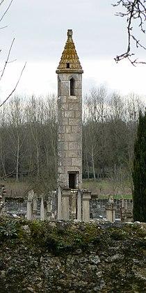 Château-Larcher (lanterne des morts).jpg