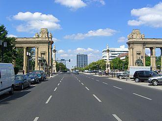 Charlottenburg Gate - Porticoes and candelabra on Straße des 17. Juni, view to the west
