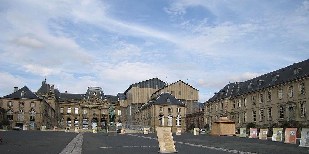 Kasteel van lun ville wikipedia for Piscine de luneville